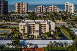 Marco Island condo complex close to the beach with 2 bedrooms sleeps 4