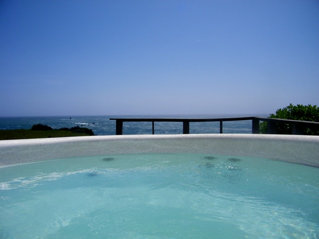 Hot tub on the cliff!