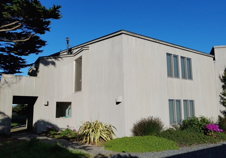 Large and stately bluff-top 2 story home sleeps 8.