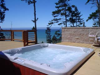 hot tub and views--watch for whales