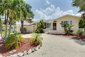 Fort Myers Beach 3 bedroom vacation home rental with pool