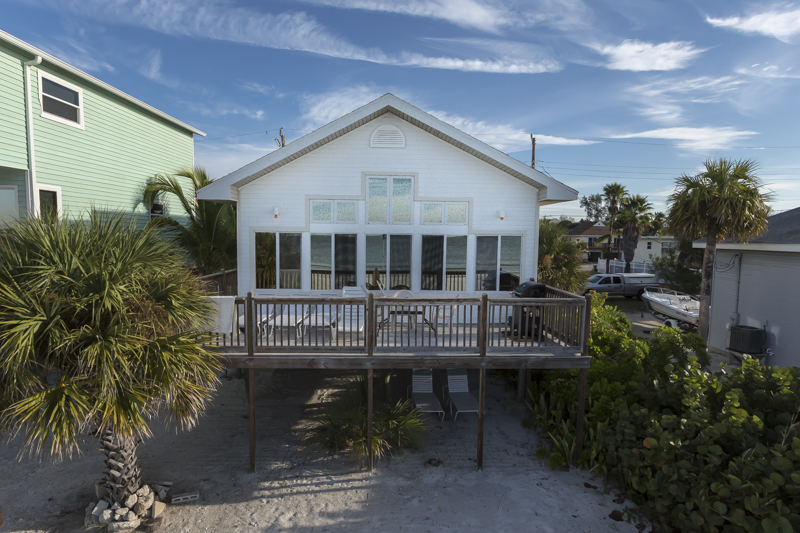 Fort Myers Beach 2 bedroom beachfront vacation home rental