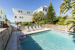 Fort Myers Beach 2 bedroom beachfront vacation home with pool
