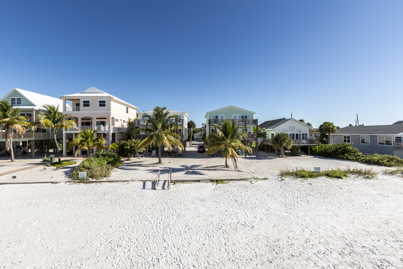 Fort Myers Beach vaaction home with 2 bedrooms and direct beachfront