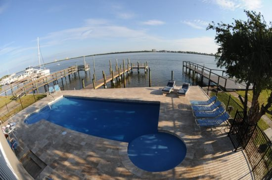 Fort Myers Beach 2 bedroom bay front vacation home rental