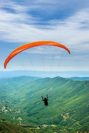 Paragliding VS Hang Gliding Holidays