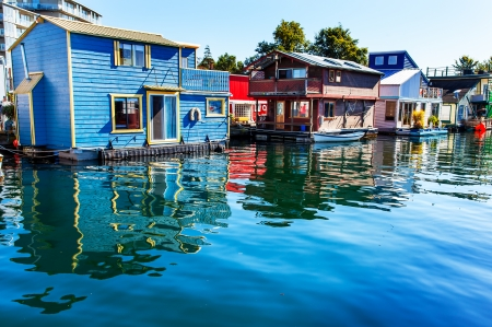Holiday Twist: Houseboat Vacations